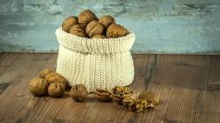 nuts-1213036_1920-1